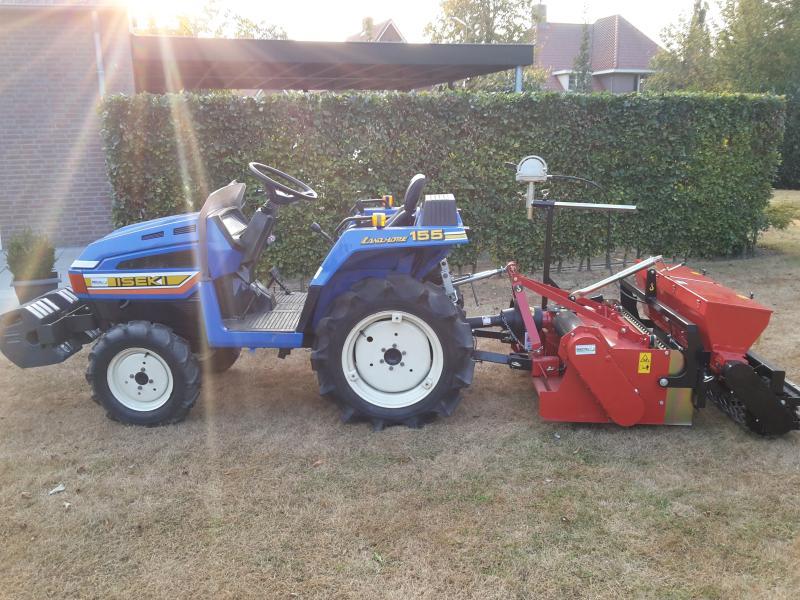 GESTOLEN Iseki tractor + Trer frees/zaaicombinatie + Vlemmix aanhanger