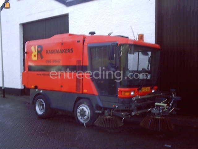 Zelfrijdende veegmachines Ravo 5002  70km