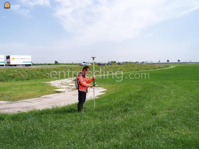 Uitzetter / landmeter Landmeter met apparatuur