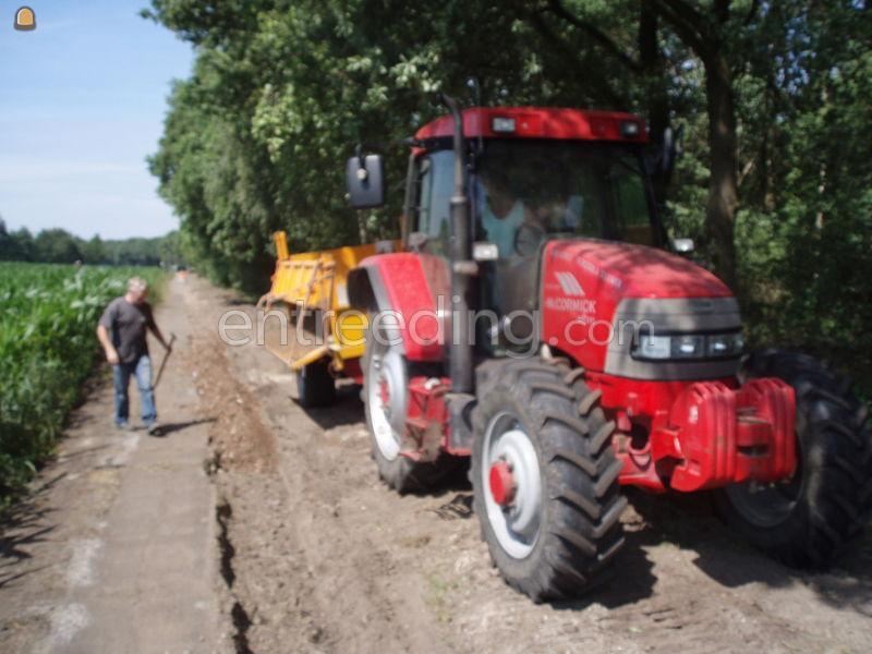 Tractor + kipper Mc cormick ==