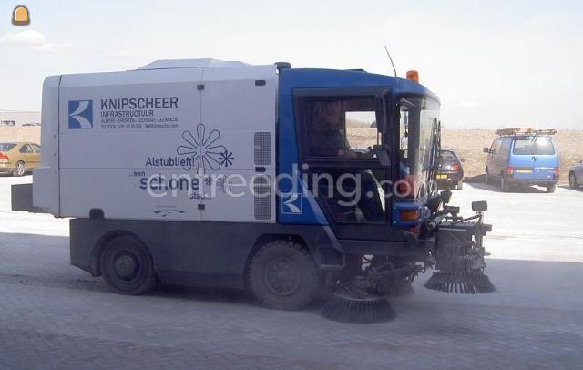 Zelfrijdende veegmachines Ravo 5002