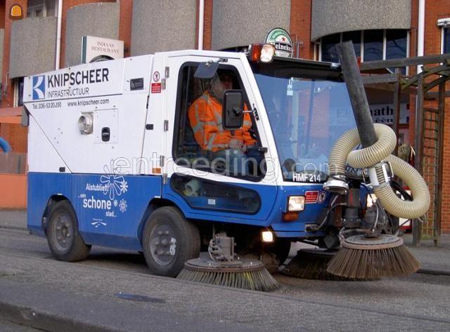 Zelfrijdende veegmachines Hoffmans veeg/zuigauto