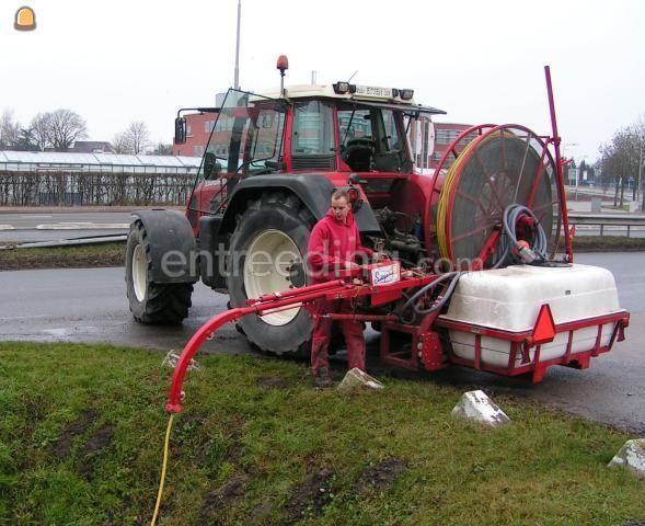 Tractor + drainage/ rioleringsreiniger Trekker + drainspuit