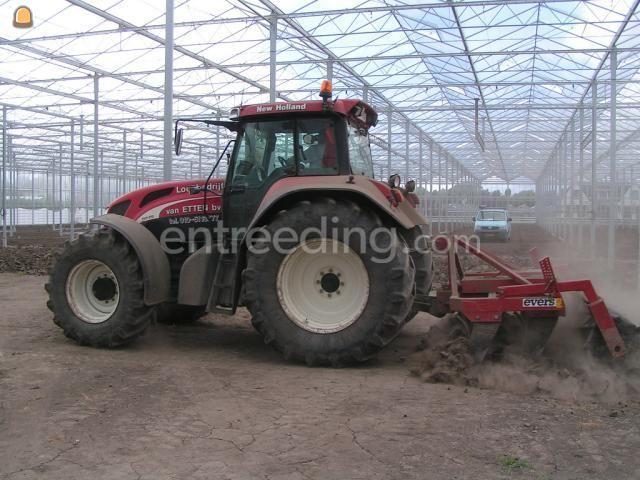 Tractor + ploeg Trekker + vaste tandenmoor