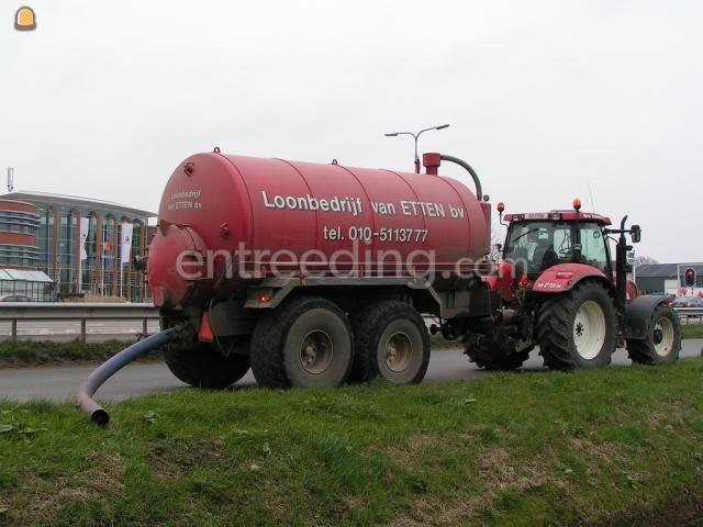 Tractor + waterwagen New Holland TSA135 + grote tank