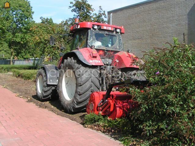 Tractor trekker met gr. bosklepelfrees