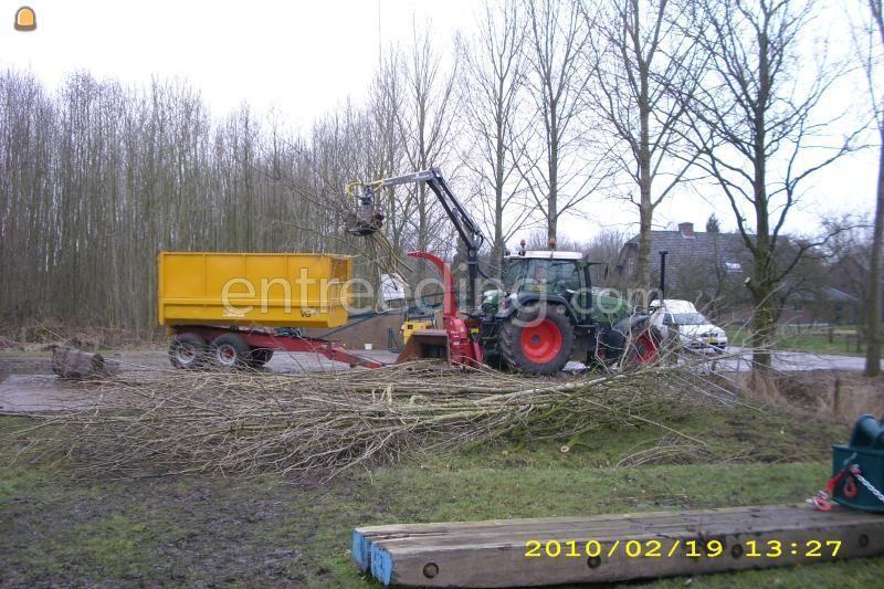Tractor + houtversnipperaar Fendt 714+ versnipperaar met kraan + kieper