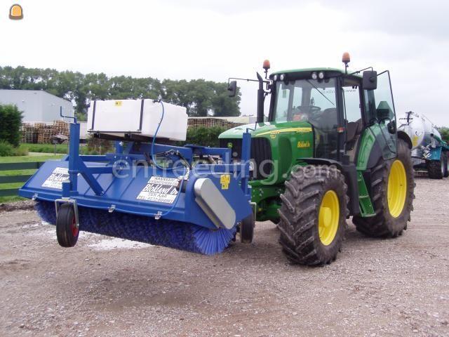 Tractor + veegmachine John Deere 6920S met veegbezem
