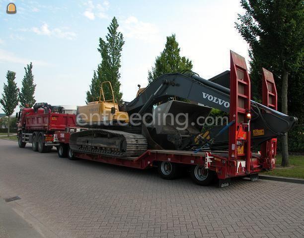 Kippervrachtauto Mercedes Actros met Nootenboom 4 assige dieplader aanhangwagen