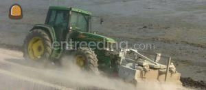 Tractor met rolbezem