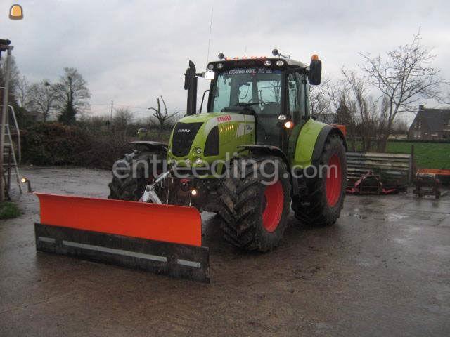tractor met sneeuwschuif