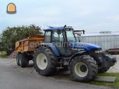 Tractor + kipper NH + Veenhuis