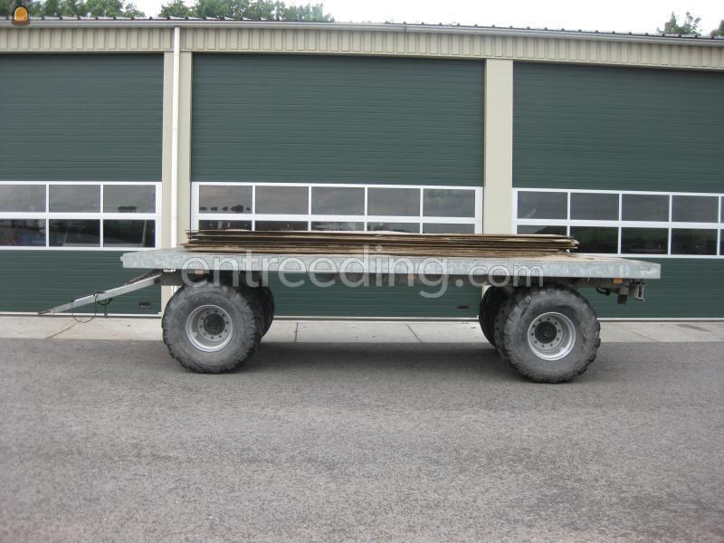 Tractor + plateauwagen Trekker met platte wagen