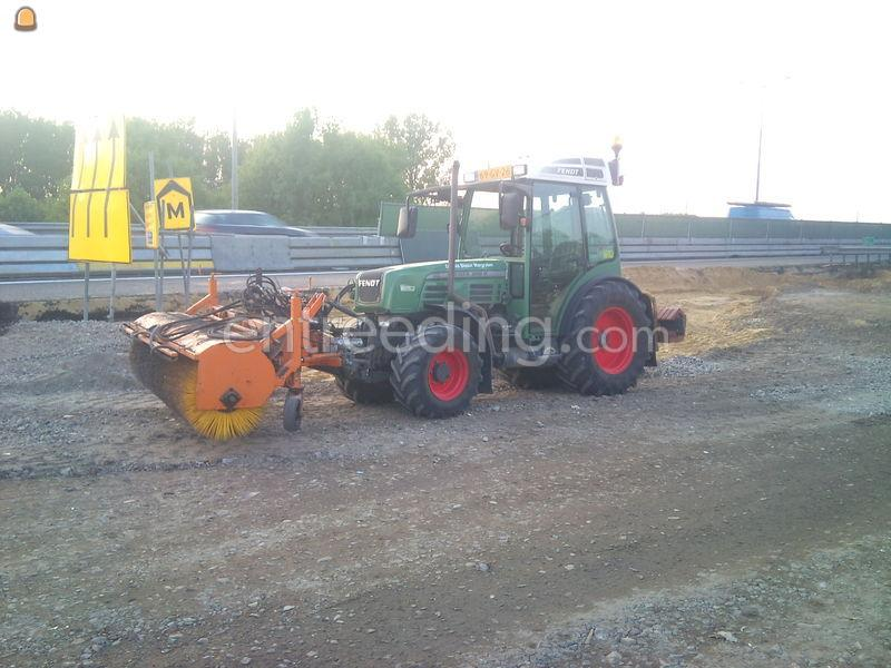 Traktor met rolbezem