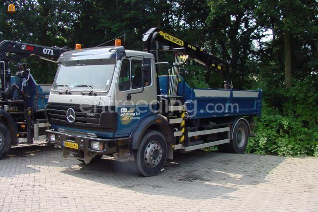 Kippervrachtauto mercedes 2 stuks Kraanwagens 4x2