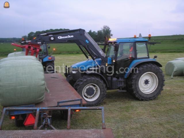 Tractor newholland met voorlader en balenklem