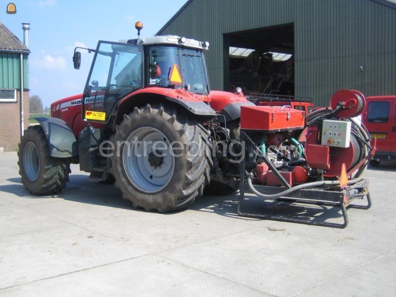 Tractor + drainage/ rioleringsreiniger Waterkracht
