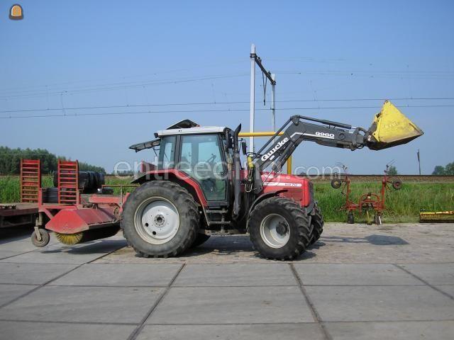 Tractor + veegmachine MF + veegbezem