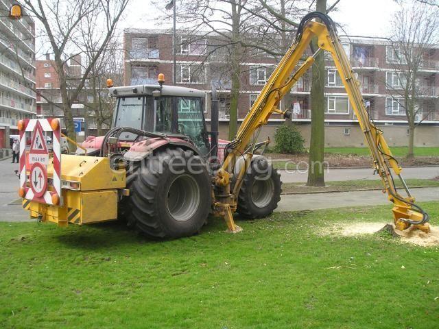 Tractor + stobbenfrees MF + Herder met Stobbenfrees