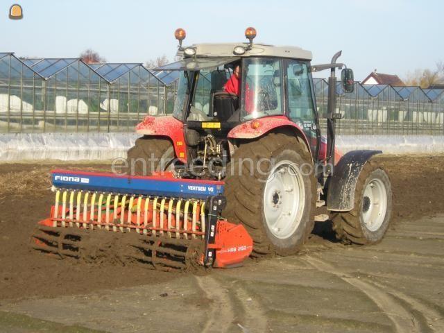 Tractor + rotorkopeg + zaaimachine MF + rotorkopeg met zaaimachine