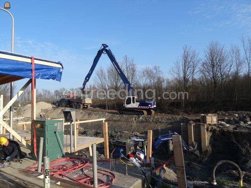 Rups 38 ton long reach