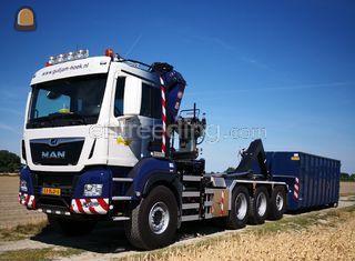 Containerauto 8x4 Omgeving Terneuzen