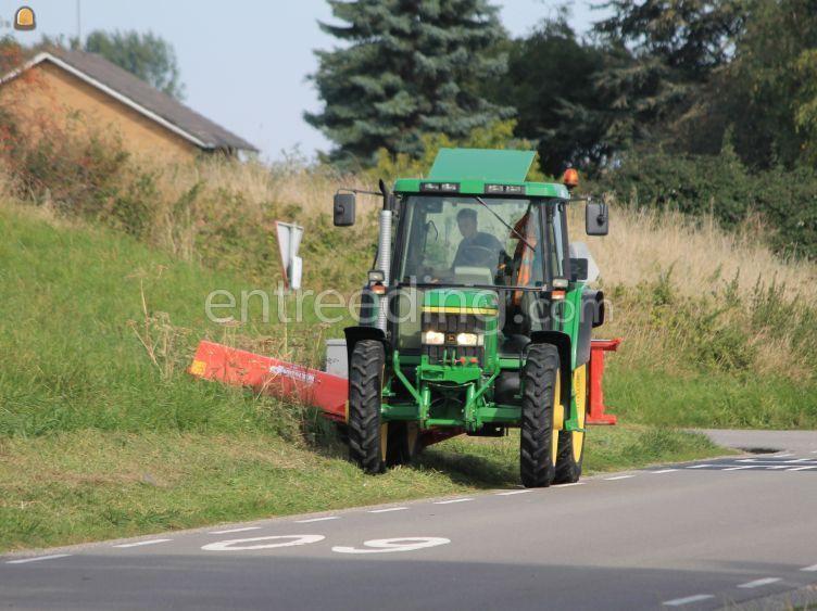 Tractor met klepelmaaier