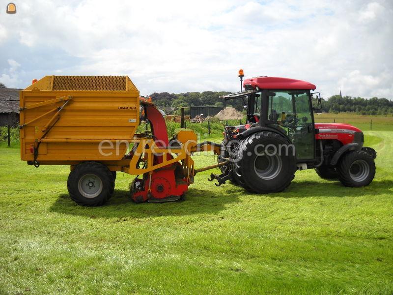 Tractor + opraapwagen Mc Cormick Gm 55 + panda 1404