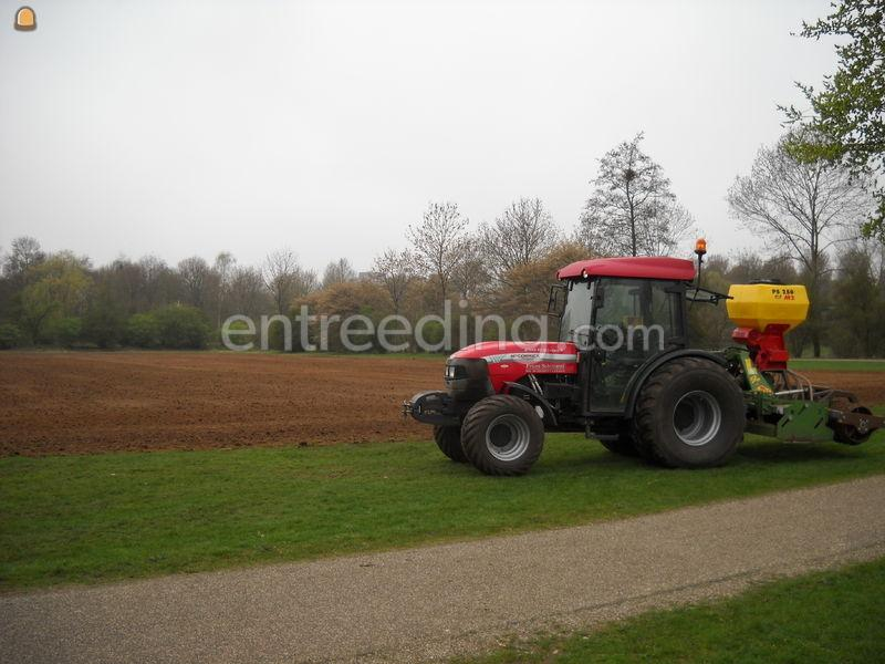 Tractor + rotorkopeg + zaaimachine Mc Cormick Fn85