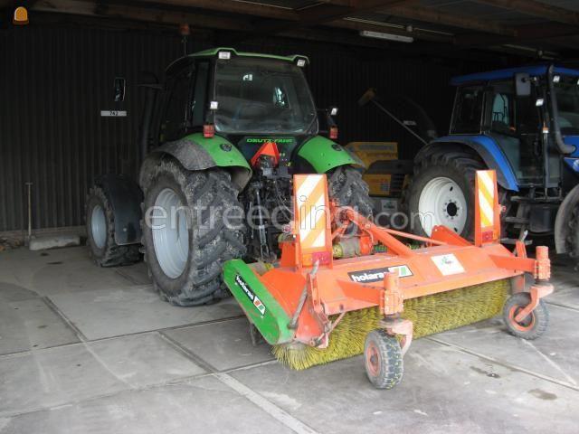 Tractor + veegmachine trekker + veegbezem