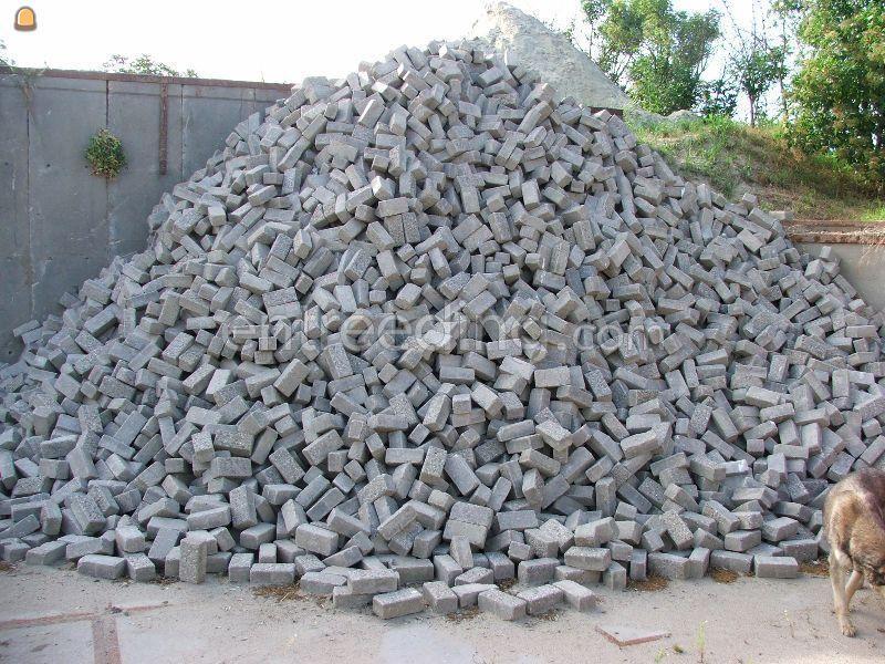 Betonstraatstenen / betonklinkers / bkk's uit voorraad leverbaar. Diverse kleuren BKK en gebakken klinkers