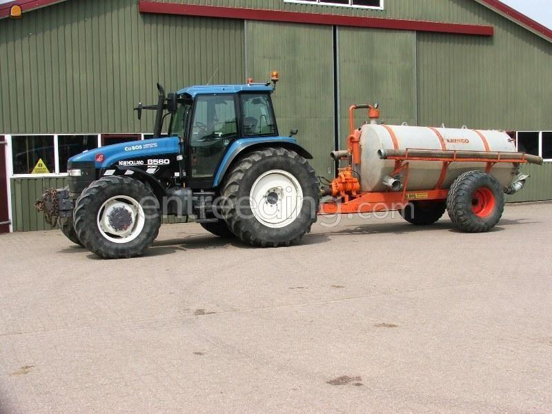 Tractor + waterwagen New Holland 8560 + waterwagen