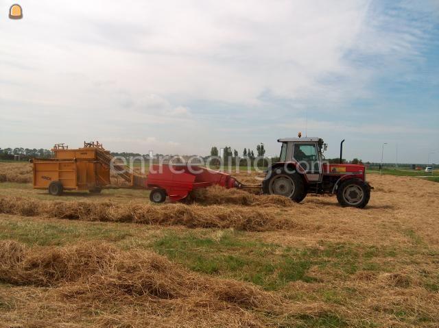 Tractor + balenpers rechthoekig Welger ap830 + Hack stapelkar