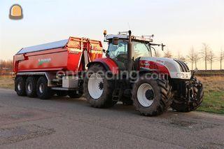 Tractor +  carrier Omgeving Breda