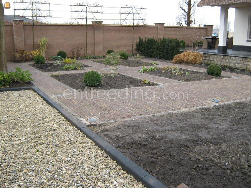 aanleggen bestrating in tuin