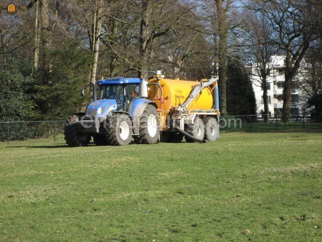 Tractor + waterwagen New Holland + Veenhuis 13 m3