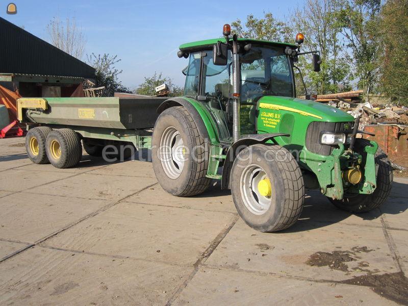 Tractor trekker met gazonbanden