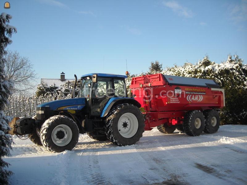 Tractor + kipper NH + Maxxim 200