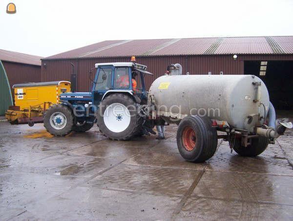 Tractor + waterwagen Ford 7810