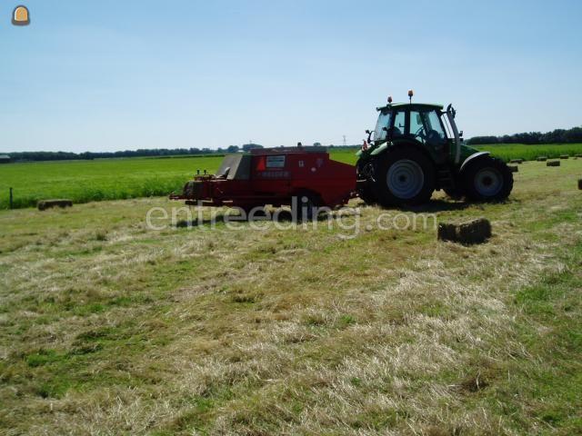 Tractor + balenpers rechthoekig Welger AP730