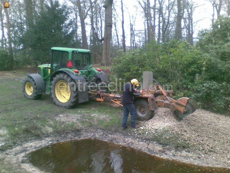 Tractor + stobbenfrees Vermeer 710 NL