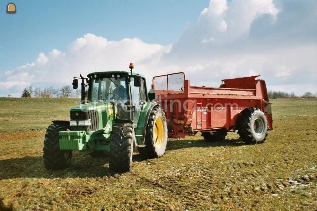 Tractor + breedstrooier Mestwagen Gilibert