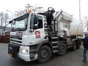 Perscontainers vrachtwagen met perscontainer
