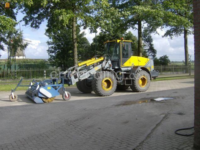 Tractor + veegmachine AP 275 met opvangbak