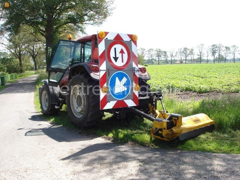 Tractor + klepelmaaier Valtra + klepelmaaier