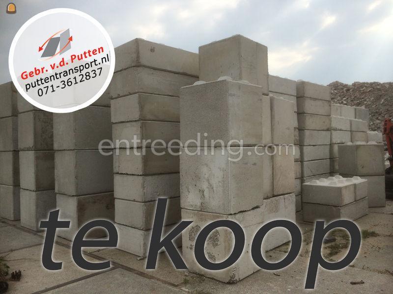 Bulldozers For Sale >> Wegenbouw.be - Te koop Betonblokken in Noordwijk via Gebr. Van der Putten B.V.. 37121194