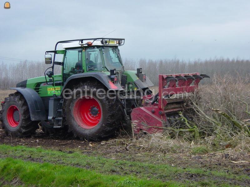 Bosbouwtrekkers/ bomentransporters Trekker met bosklepel