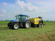 Tractor + oprolpers new holland + vicon