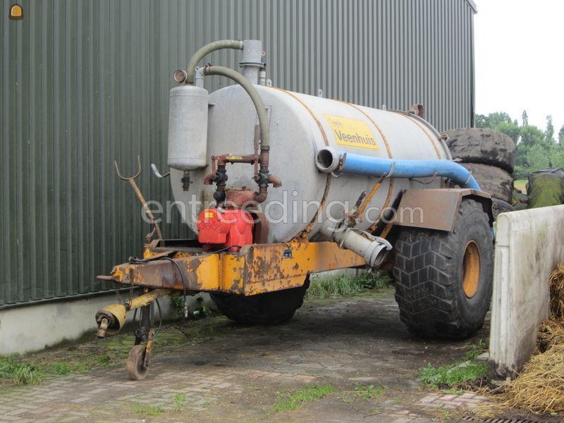 Tractor + waterwagen Veenhuis 5000 Ltr. vacuumtank.