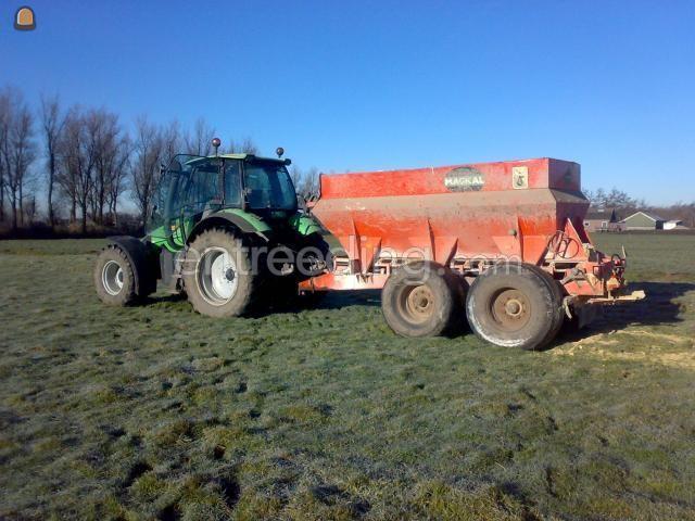 Tractor + bezandingskar Deutz 106 met kalkstrooier